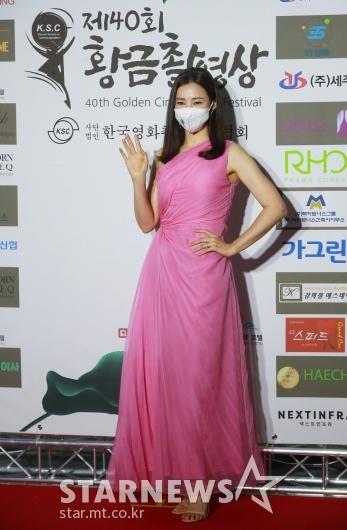 이하늬 '봄 부르는 핑크 드레스'[★포토]