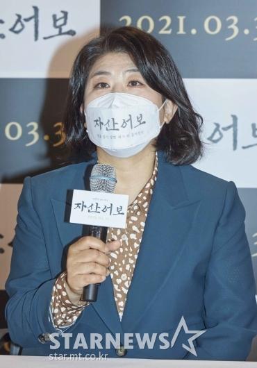 답변하는 '자산어보' 배우 이정은[★포토]