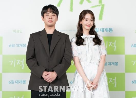 박정민-임윤아 '포즈는 다정하게'[★포토]
