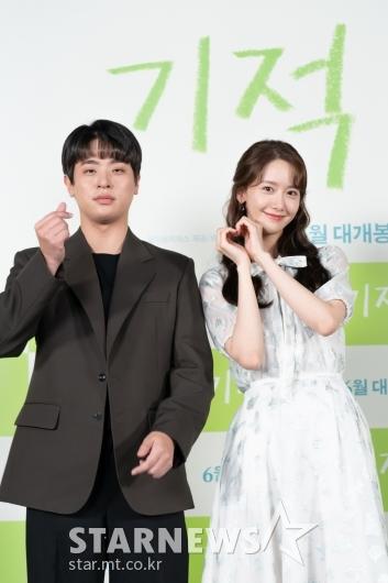 박정민-임윤아 '포즈는 깜찍하게'[★포토]