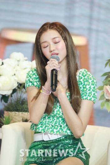 오마이걸 유아 '사랑스럽게 노래해요'[★포토]