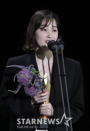 전종서, 57회 백상예술대상 영화부문 최우수 연기상 수상[★포토]