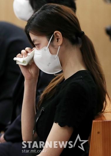 눈물 훔치는 김규리[★포토]