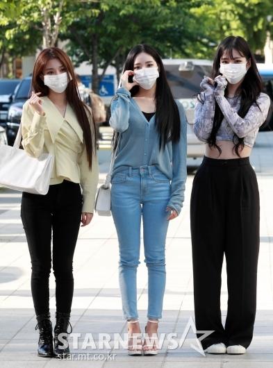 프로미스나인 박지원-이채영-이나경 '팬들 향한 하트'[★포토]