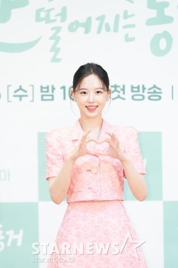 강한나 '사랑스런 손하트'[★포토]