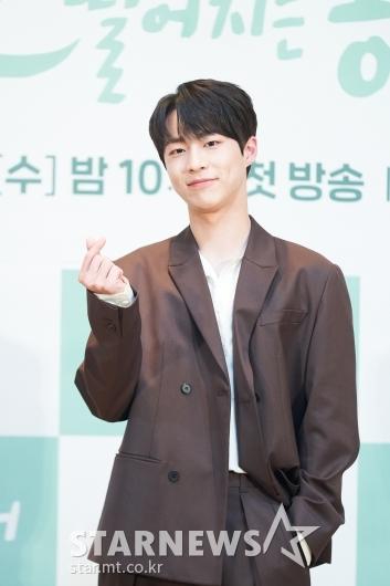 배인혁 '깜찍 손하트'[★포토]