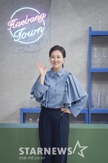 장윤정 '푸근한 손인사'[★포토]
