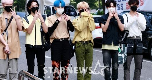 위아이 '멋진 여섯남자들' [영상]