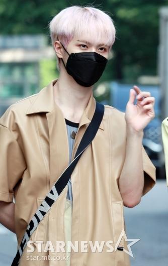 위아이 김동한 '가려도 잘생김'[★포토]