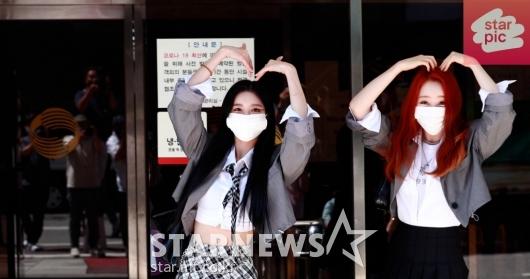 우주소녀 다원-연정 '상큼한 출근길!' [영상]