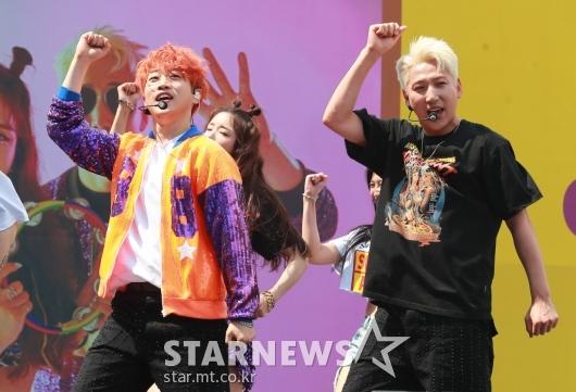 아웃렛 안성훈-영기 '쌍둥이 댄스'[★포토]