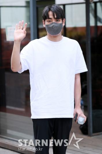 박재정 '심플한 출근길 패션'[★포토]