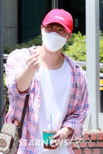 이현 '남자는 핑크죠!'[★포토]