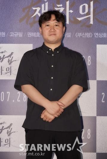 포즈 취하는 '방법: 재차의' 김용완 감독[★포토]