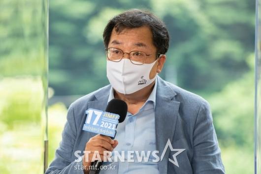 답변하는 이상천 제천국제영화제 조직위원장[★포토]