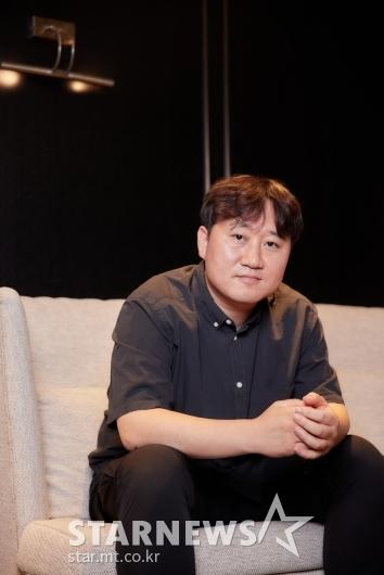 포즈 취하는 '방법:재차의' 김용완 감독[★포토]