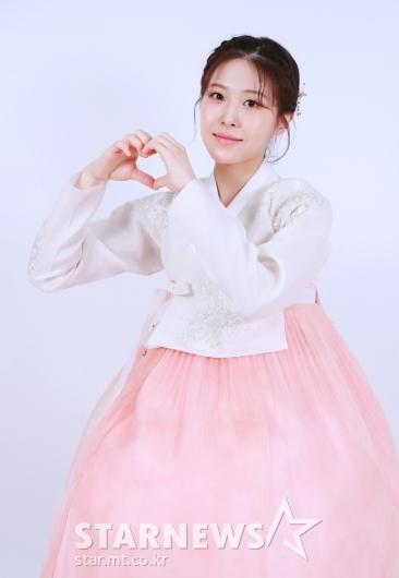 이서 '연분홍빛 손하트'[★포토]