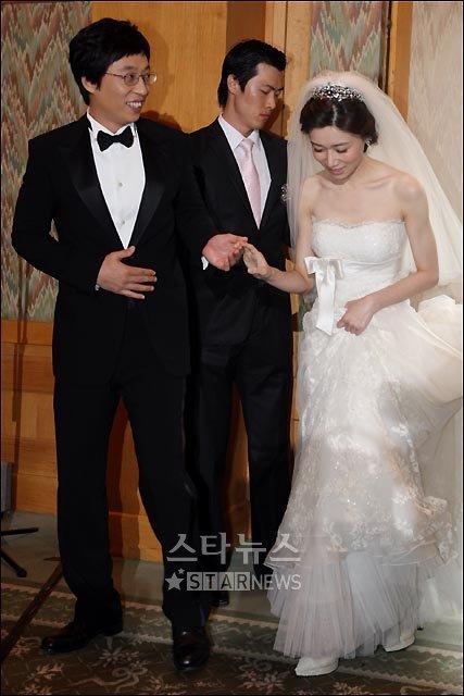[★포토]유재석-나경은 결혼, '다정히 손잡고 입장'