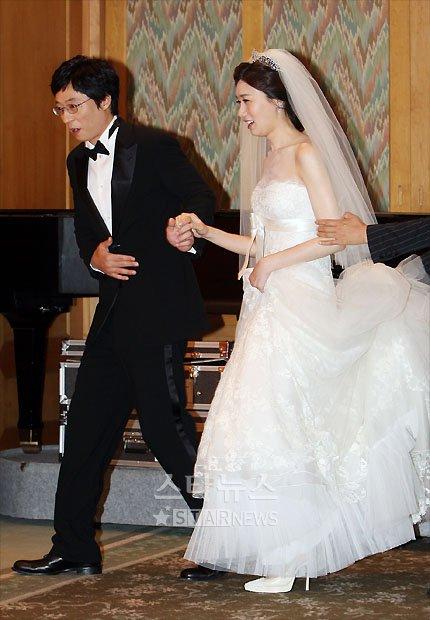 [★포토]'결혼합니다' 유재석-나경은 커플