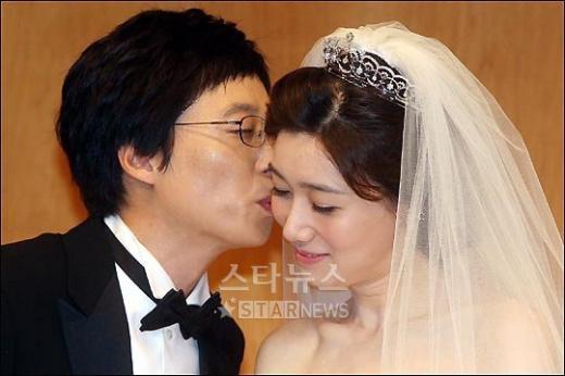 [★포토]유재석-나경은 '달콤한 키스'