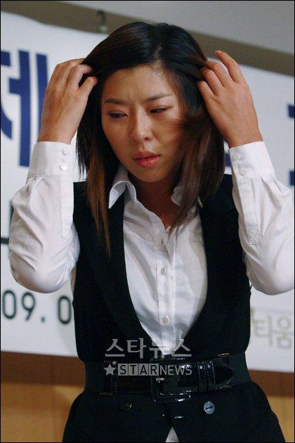 [★포토]눈물 펑펑 지이 '주체할수 없는 슬픔'