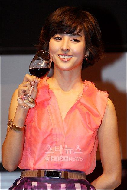 [★포토]한혜진의 '와인빛 미소'