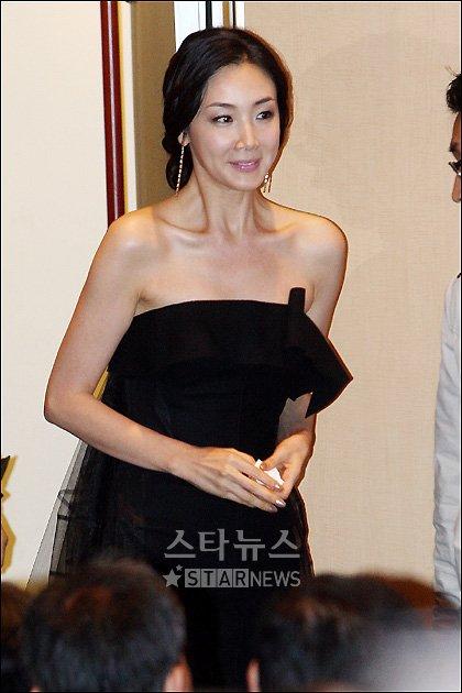 [★포토]'환한 미소' 입장하는 최지우