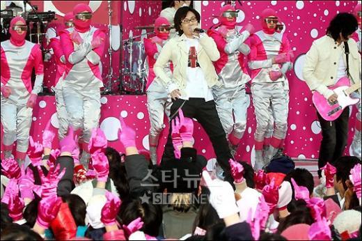 [★포토]서태지의 핑크빛 무대