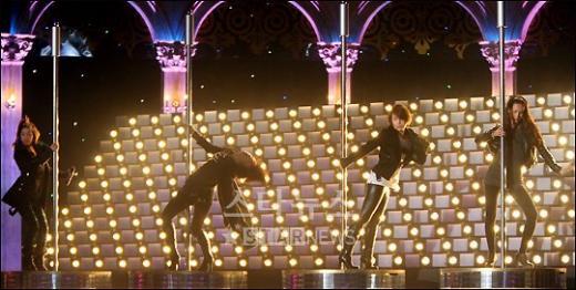 [★포토]쥬얼리의 섹시한 봉춤