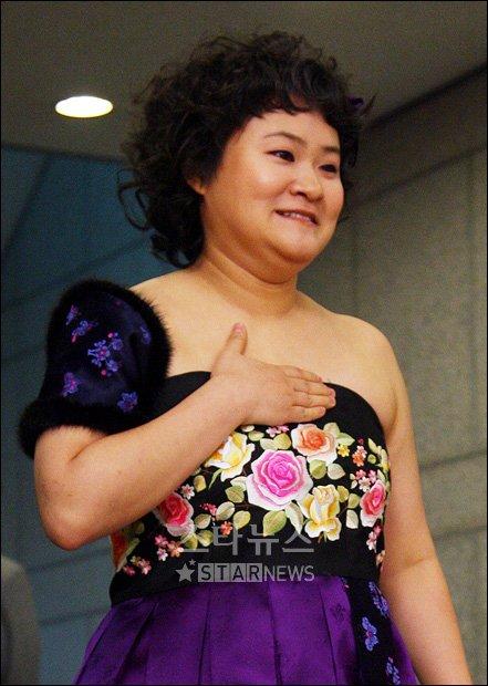 [★포토]상반신 드러낸 김신영의 파격 드레스