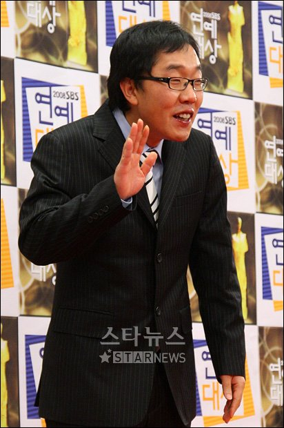 [★포토]김제동 '지각해서 죄송해요'