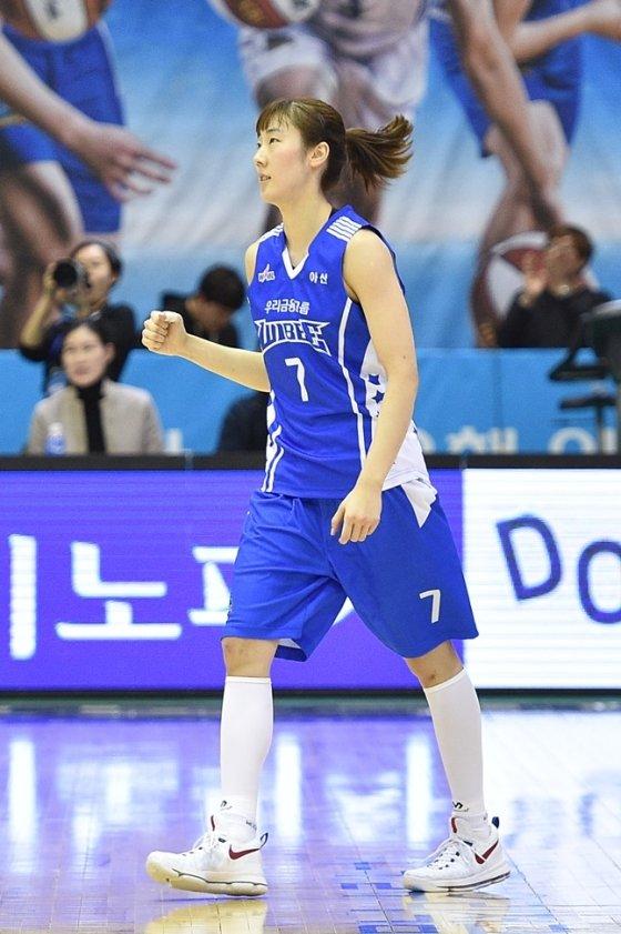 좋은 활약을 선보이며 팀 승리를 이끈 박혜진. /사진=WKBL 제공
