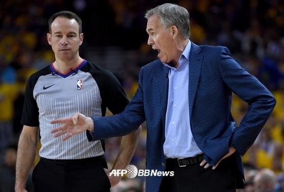 휴스턴의 마이크 댄토니(오른쪽) 감독.  /AFPBBNews=뉴스1