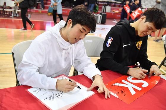 정재홍(왼쪽). /사진=KBL