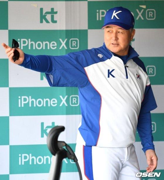 김경문 프리미어12 대표팀 감독.