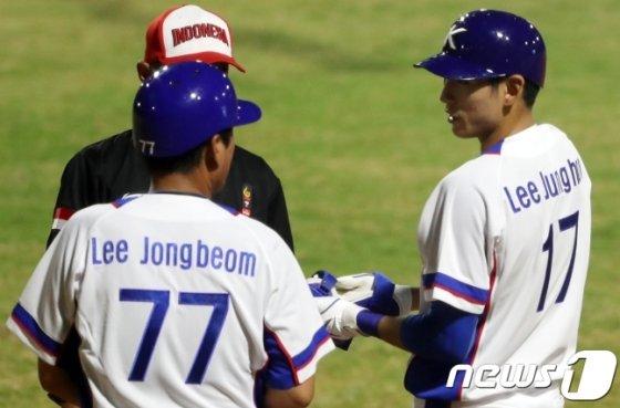 이종범 전 대표팀 코치(왼쪽)와 이종범 부자. /사진=뉴스1