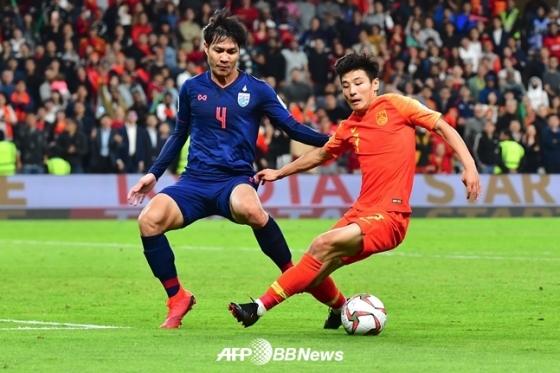 중국 대표팀 우레이(오른쪽)./AFPBBNews=뉴스1