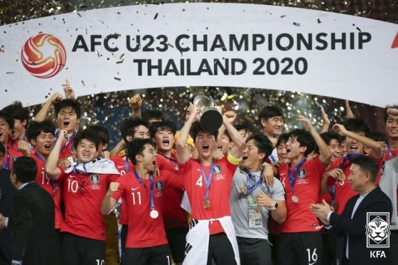지난 1월 아시아축구연맹(AFC) U-23 챔피언십 대회서 우승 세리머니를 펼치고 있는 한국 대표팀 선수들. /사진=대한축구협회 제공