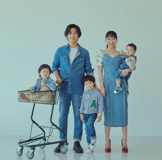 정주리, ♥남편-삼둥이와 행복한 가족 화보 ''우리 가족♥''