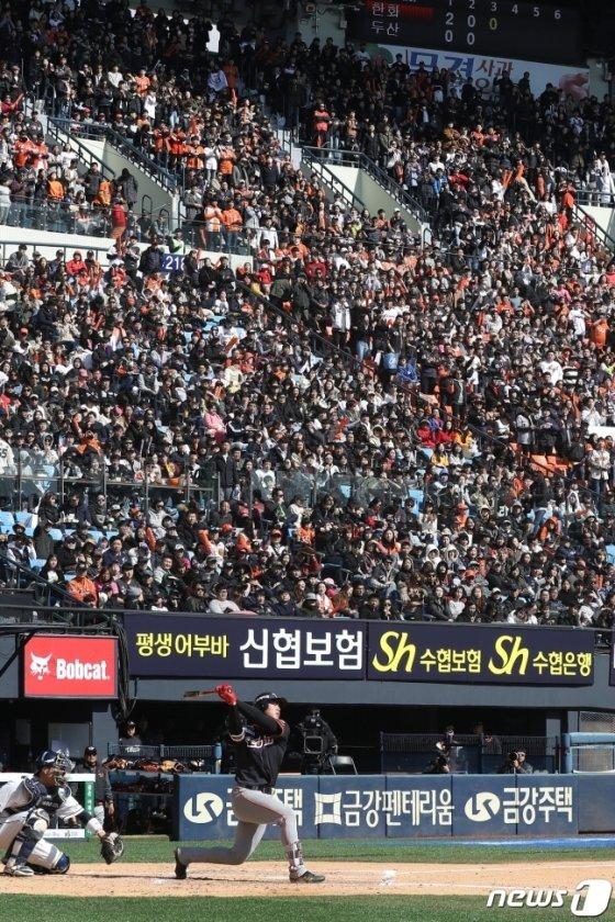 지난해 3월 24일 서울 잠실야구장에서 펼쳐진 두산과 한화의 개막 시리즈 모습. /사진=뉴스1