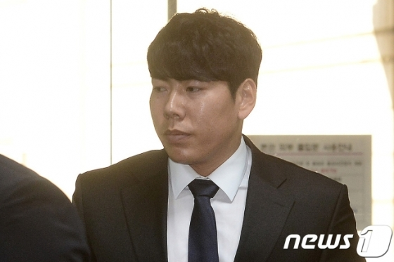 지난 2017년 4월 음주운전 혐의로 서울중앙법원에 출석하고 있는 강정호. /사진=뉴스1