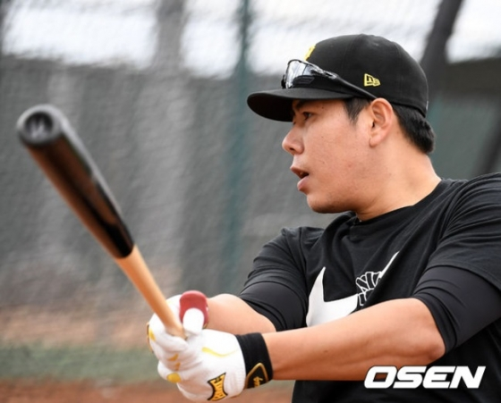 지난 2월 KT 위즈 스프링캠프지에서 함께 훈련할 당시 강정호.