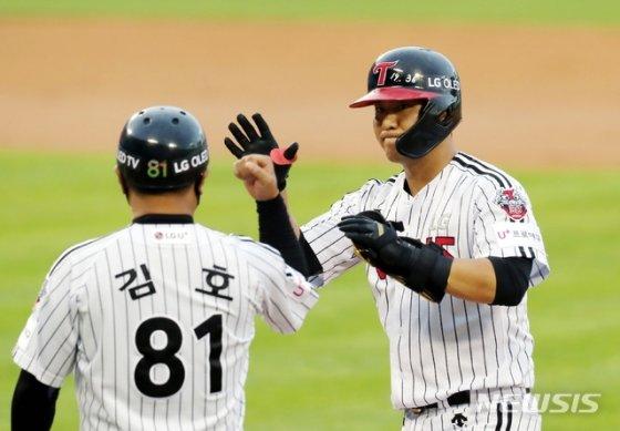 LG 김민성(오른쪽).  /사진=뉴시스