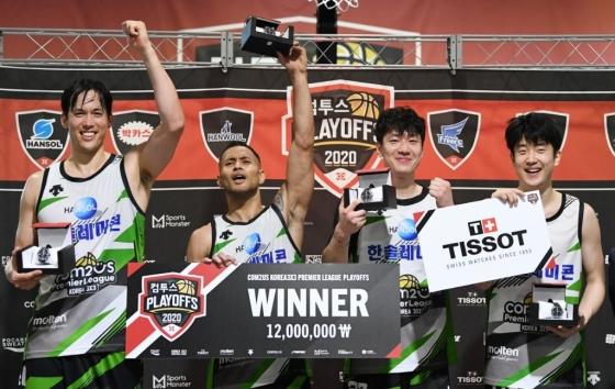 한솔레미콘 선수들이 우승을 차지한 뒤 기뻐하고 있다. /사진=한국 3대3 농구연맹