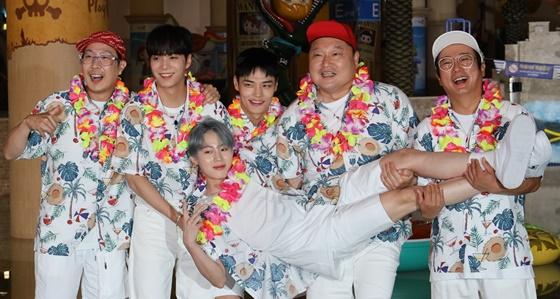 하하, 뉴이스트 JR, 하성운, 정혁, 강호동, 이수근(왼쪽부터) /사진제공=NQQ