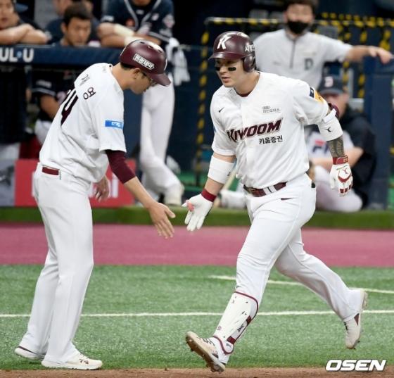 2홈런 5타점을 폭발시키며 팀 승리를 이끈 키움 박병호(오른쪽).