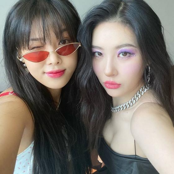 선미X유빈, 친자매 포스 셀카 '원더걸스 우정♥'