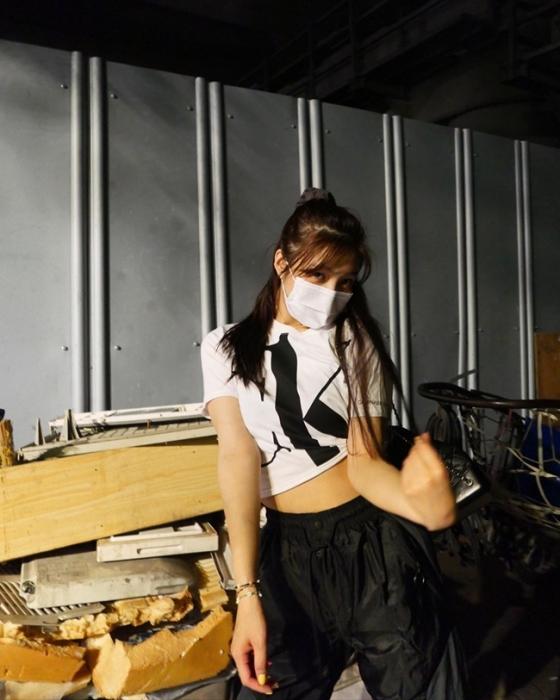 레드벨벳 조이, 한밤중에도 빛나는 미모..힙한 패션도 찰떡