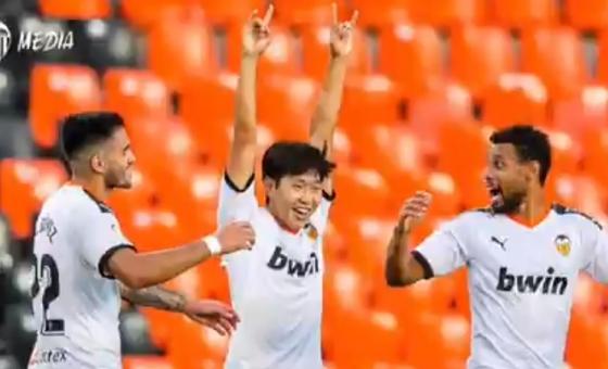 이강인이 8일 레알 바야돌리드전 득점 후 기뻐하고 있다. /사진=발렌시아 SNS