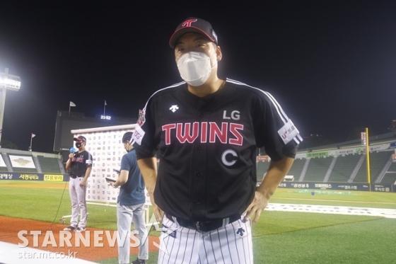 8일 두산전에서 2홈런 4타점을 폭발시키며 팀 승리를 이끈 LG 캡틴 김현수. /사진=김동영 기자